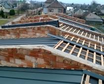 Romainiai-stogo-konstrukcijos-ir-dangos-montazas